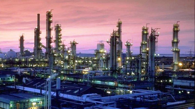 Ketegangan dalam Perang Dagang akan berimbas pada permintaan minyak global. (Lukman Hqeem)