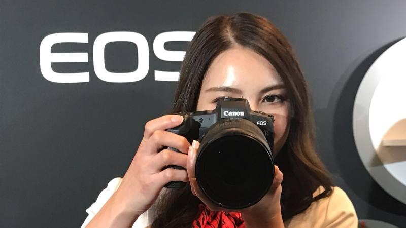 Canon secara resmi meluncurkan Kamera Mirrorless Profesional pertama, EOS R. (Lukman Hqeem/Ist.)