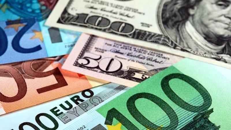 Euro melemah setelah Dolar AS menguat paska kenaikan suku bunganya.