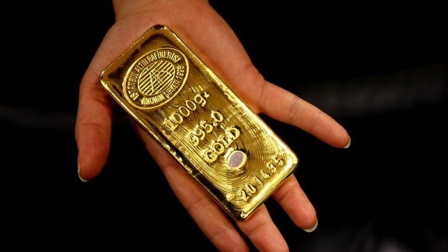 Harga emas naik setelah Dolar AS terkoreksi menyusul angka indek manufaktur yang mengecewakan. (Lukman Hqeem)