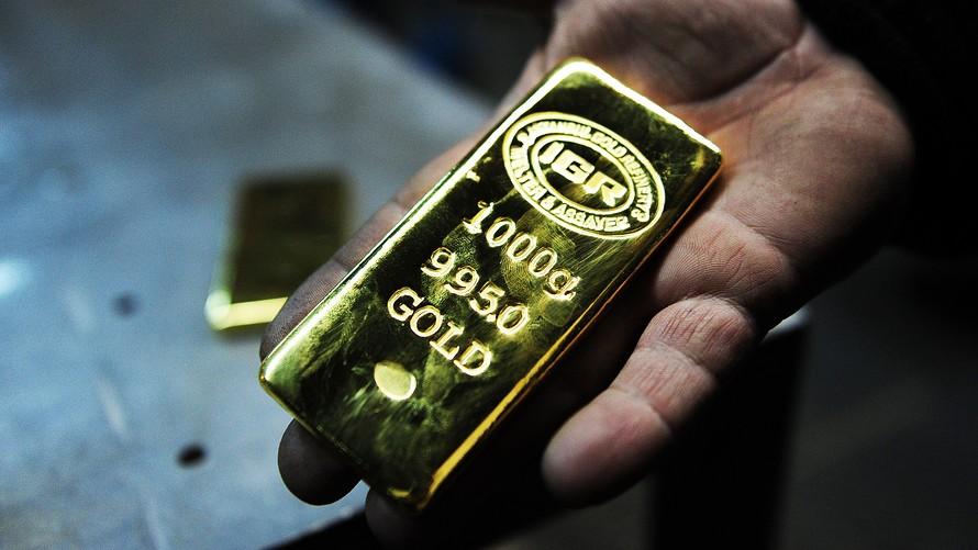 Harga emas naik malu malu.