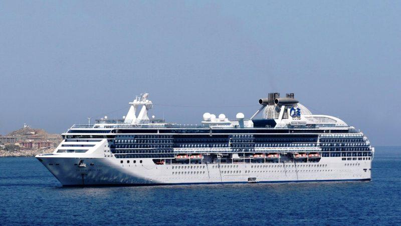 Impian para wisatawan Indonesia adalah pesiar menggunakan Kapal Pasiar. (Lukman Hqeem)