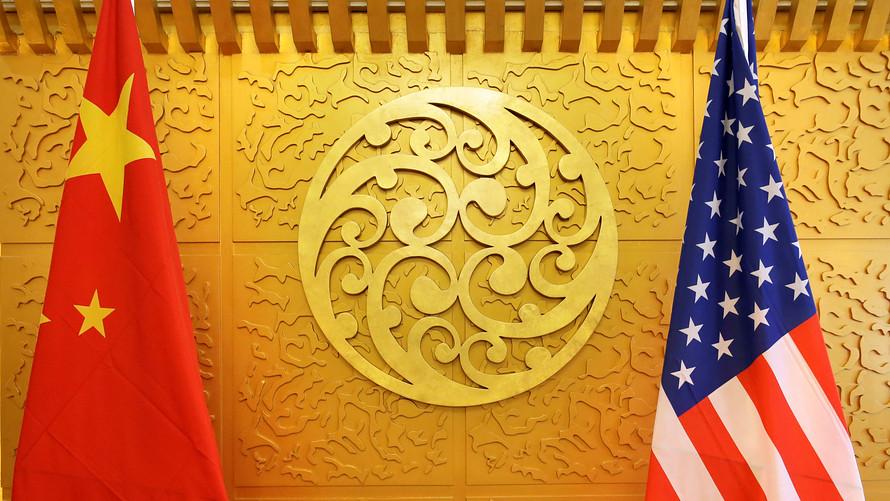 Perang Dagang AS - China meruncing dengan pengesahan Tarif impor baru oleh AS kepada produk China. Rupiah terdampak ikut merosot tertekan oleh penguatan Dolar AS. (Lukman Hqeem)
