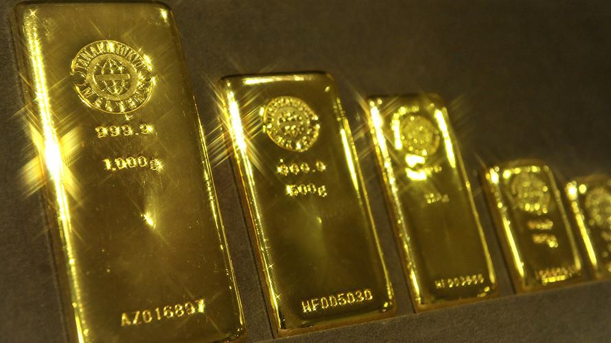 Harga emas turun oleh naiknya kembali bursa saham dan Dolar AS. (Foto Istimewa).