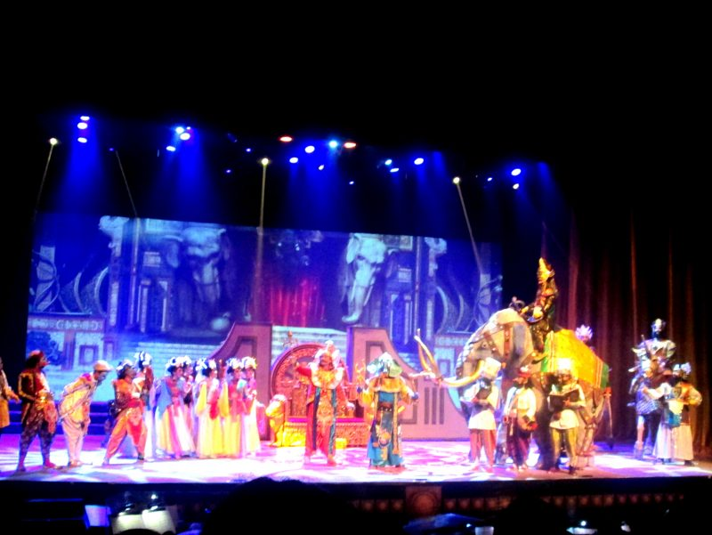 Teater Koma Pentaskan Mahabarata Asmara Raja Dewa di TIM (Foto Akhmad Sekhu)