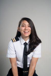 Athira Farina, Pilot Cantik, Termuda dan Multitalentaa 3