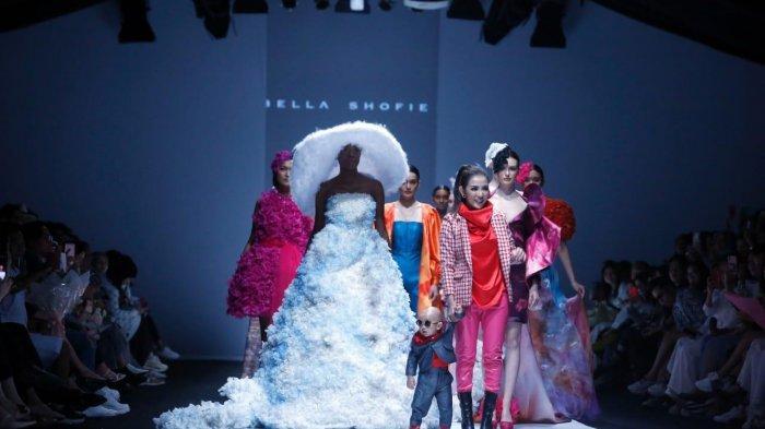 Jadi Fashion Designer, Bella Shofie Pamerkan Busana Rancangan di JFW 2020 2