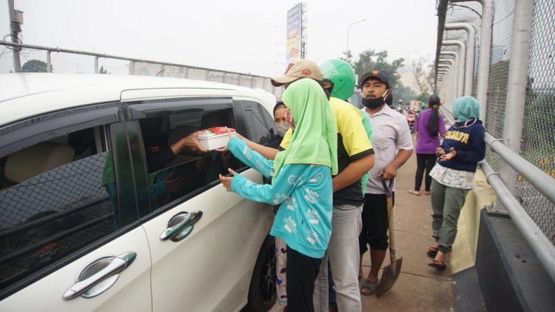 Gerakan 'Peduli Jurnalis' Bersama Nia Daniati Bantu Masyarakat Terdampak Covid-19 3