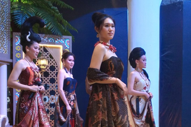Nanang Sharna Berbagi Pengetahuan Warna Batik Alami 5