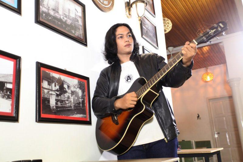 Dikontrak NAGASWARA, M. Ridho Rilis Single 'Jalanku Jalanmu' 2