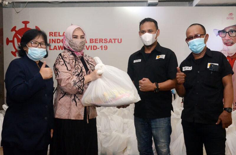 Gandeng Artis Zee Zahra, YPJI Salurkan Paket Sembako buat Jurnalis 1