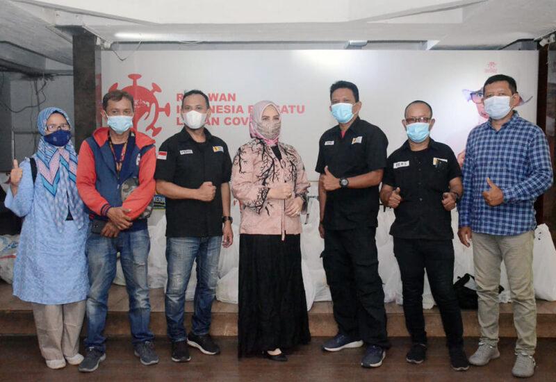 Gandeng Artis Zee Zahra, YPJI Salurkan Paket Sembako buat Jurnalis 2