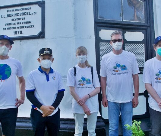 Eksposisi - Duta Besar Delegasi Uni Eropa Bersih-bersih Pantai